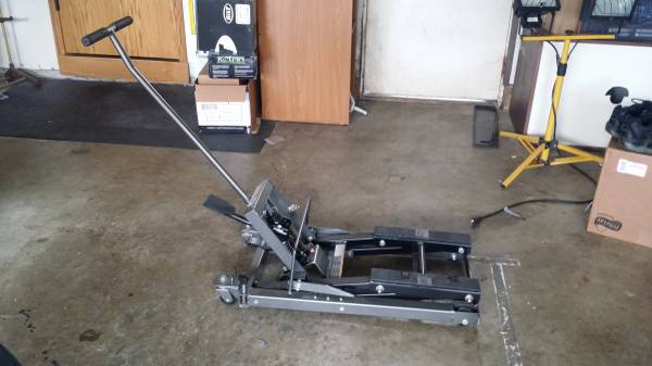 Pittsburg 1500 lb Lift Jack For Sale in Marysville, Washington