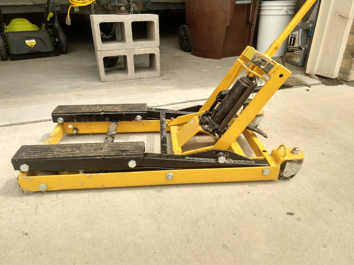 Harbor Freight Motorcycle Lift Jack For Sale in Lyons, CO