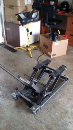 Pittsburg 1500 lb Lift Jack For Sale in Marysville, Washington